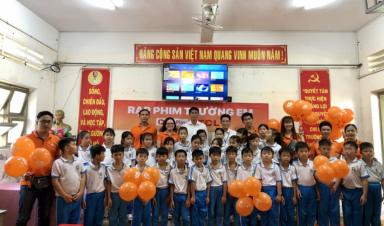 Trường tiểu học Tân Thành 2 được trang bị Rạp Chiếu Phim Trường Em do FPT Telecom Cà Mau tại trợ